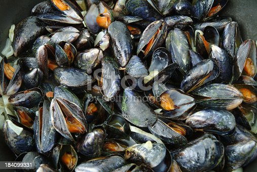 istock Cooked Mussels In Frying Pan 184099331