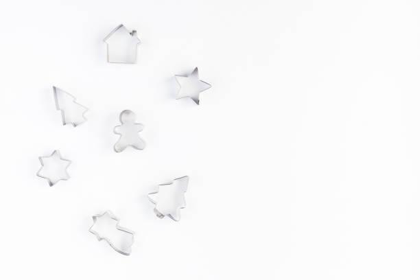 emporte-pièces sur fond blanc. vue plate lapointe, top - moules photos et images de collection