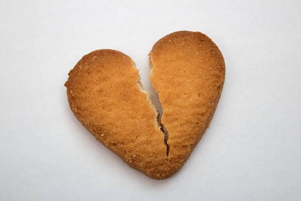 Cookie in the form of broken hearts, symbol of love – Foto
