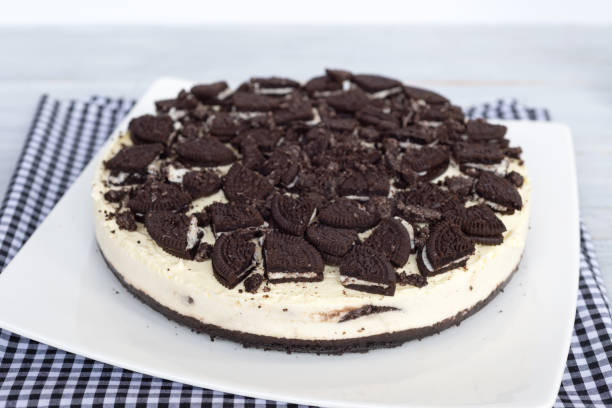 cookies und cream cheesecake - oreo torte ohne backen stock-fotos und bilder