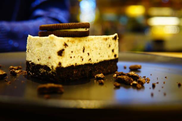 cookies und crems käsekuchen - oreo torte ohne backen stock-fotos und bilder