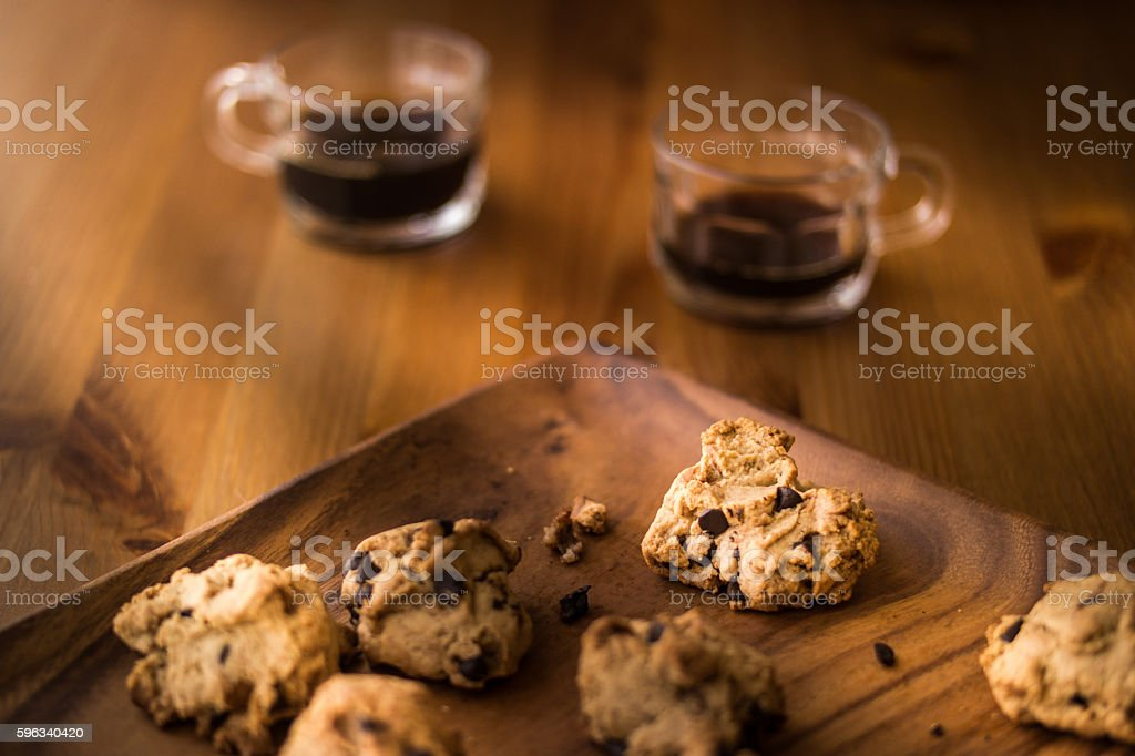 Cookies with the coffee on a wooden surface. Lizenzfreies stock-foto