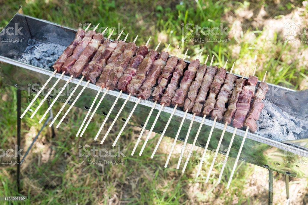 Cooking Abruzzesi arrosticini - foto stock