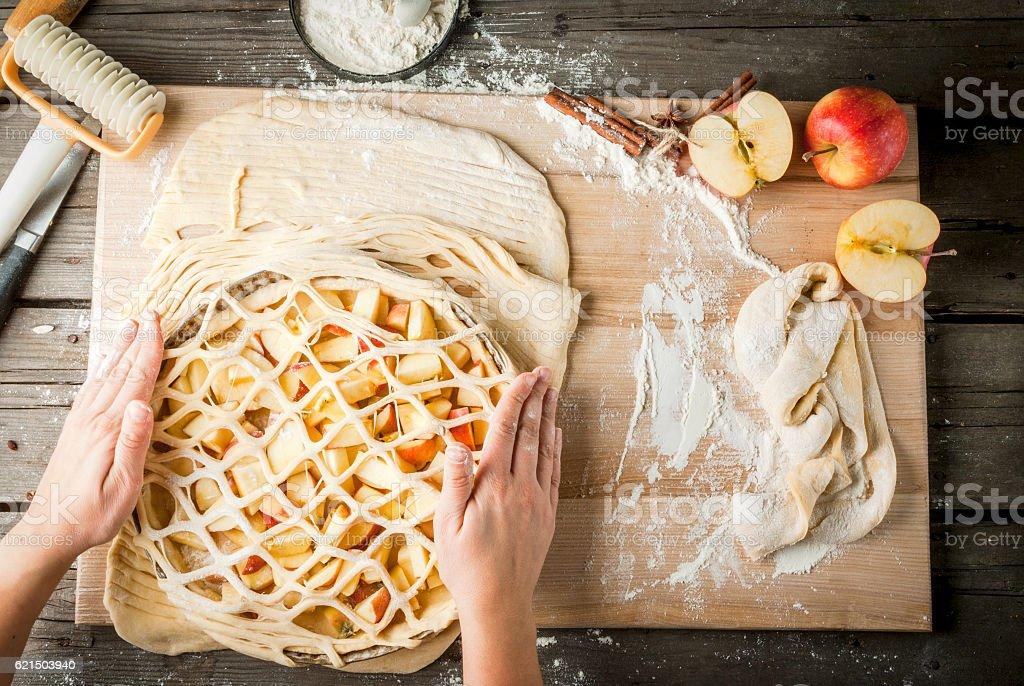 Cooking apple pie Lizenzfreies stock-foto
