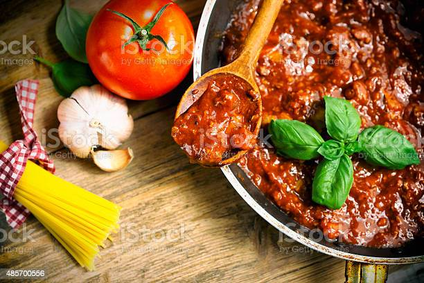 Cooking Bolognese Sauce Stockfoto en meer beelden van 2015