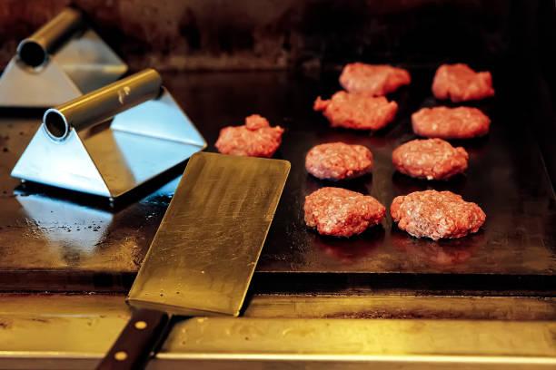 Kochen Burger im Restaurant auf dem grill – Foto