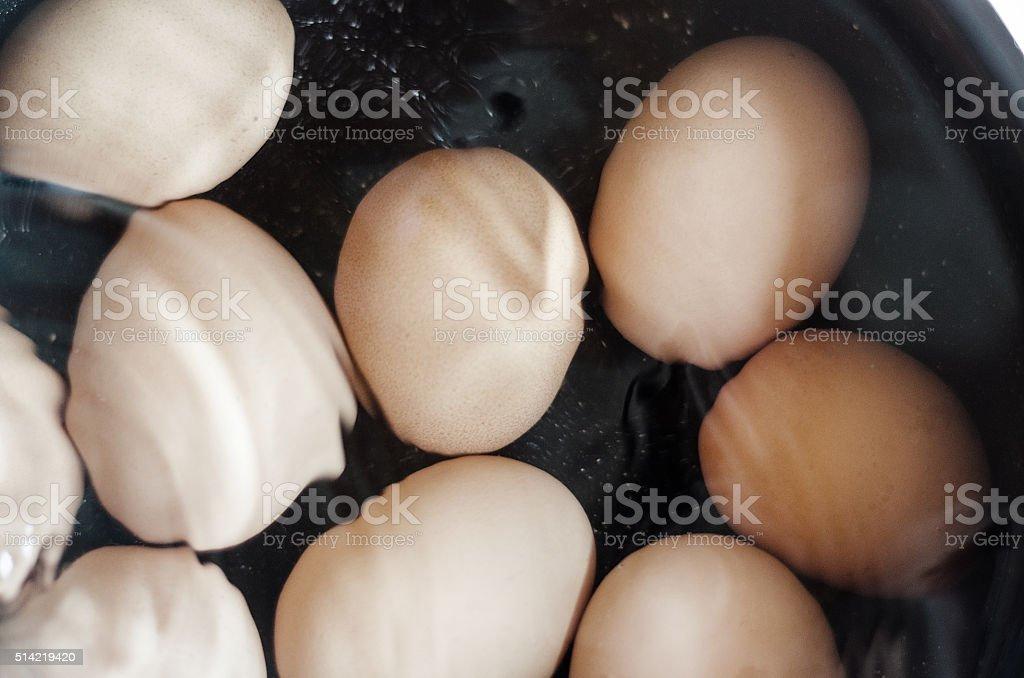 Culinária ovos em água foto royalty-free