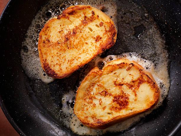 cooking french toast - torrada - fotografias e filmes do acervo