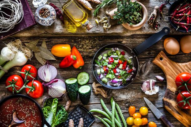 烹飪新鮮有機蔬菜 - 純素食品 個照片及圖片檔
