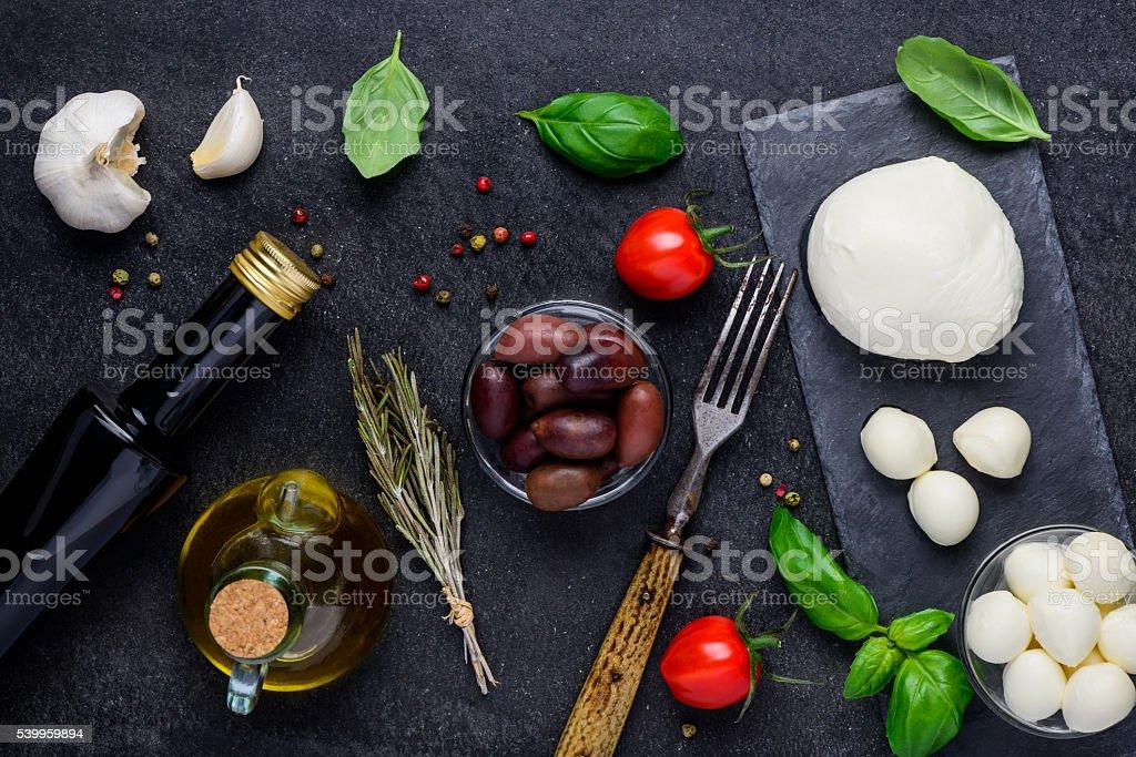 Culinária ingredientes e queijo muçarela - foto de acervo