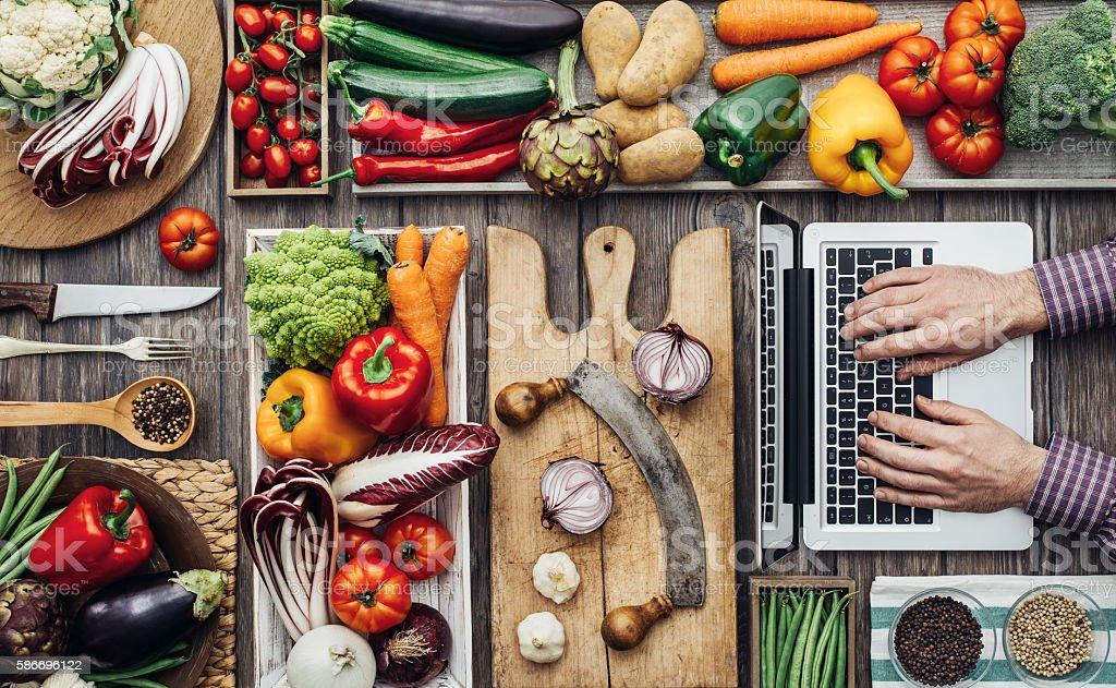 Cooking meets technology - foto de acervo
