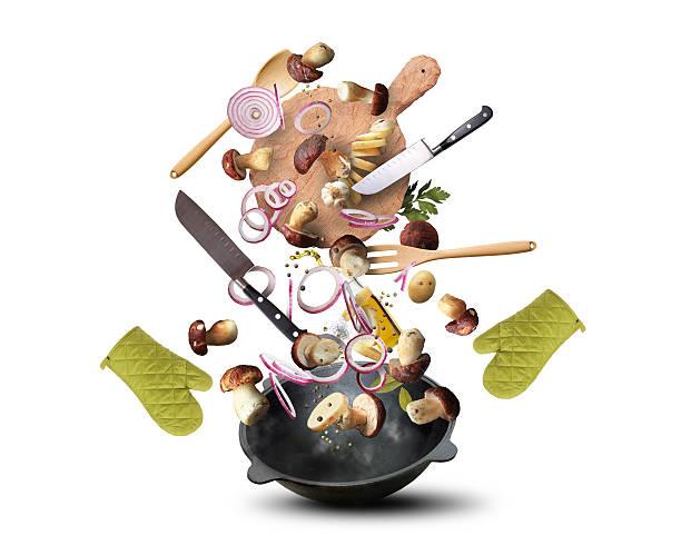 kochen-pilzen - pilzpfanne stock-fotos und bilder