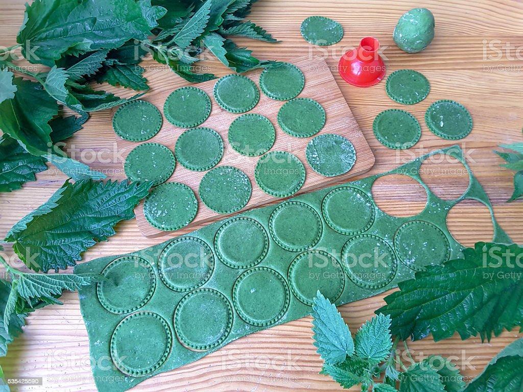 Приготовления пасты крапива зеленый стоковое фото
