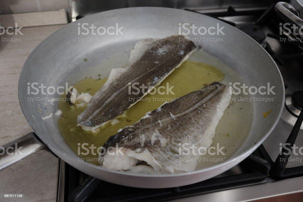 Kochen von Kabeljau Lizenzfreies stock-foto