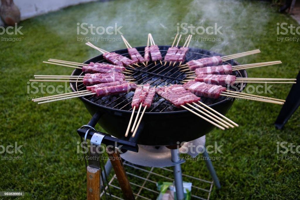 cooking of sheep skewers - foto stock