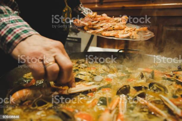 Cooking paella picture id926498846?b=1&k=6&m=926498846&s=612x612&h=mjpivefvy8uhisxshn8vkhqcp8qjbwbdgj9w6yribxg=