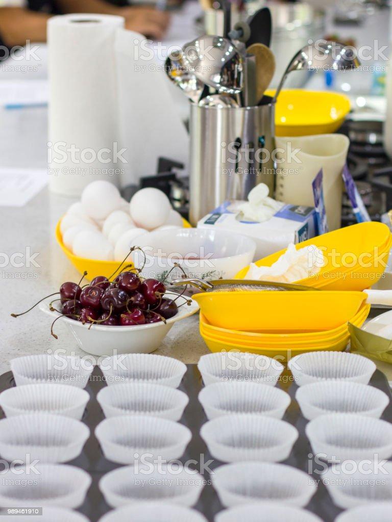 Escuela De Cocina Ingredientes Y Cocina Utensilios O Mesa Tazas ...
