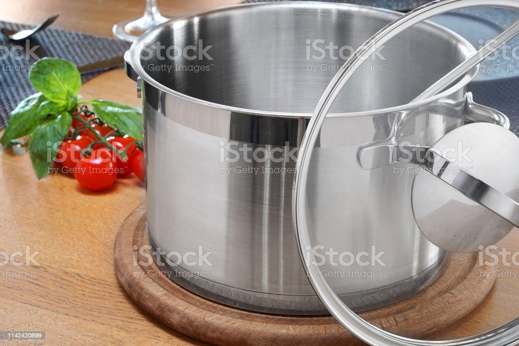 Photo Libre De Droit De Ustensiles De Cuisine Pots Pour La
