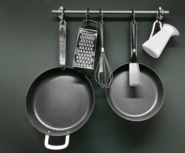kookgerei - pan keukengereedschap stockfoto's en -beelden