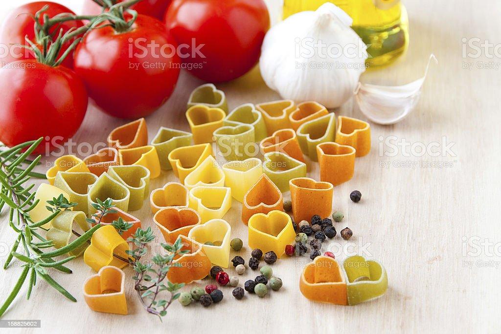 Cucinare Con Amore Ingredienti Per La Cucina Italiana Simbolo Di Cuore Fotografie Stock E Altre Immagini Di Aglio Alliacee Istock