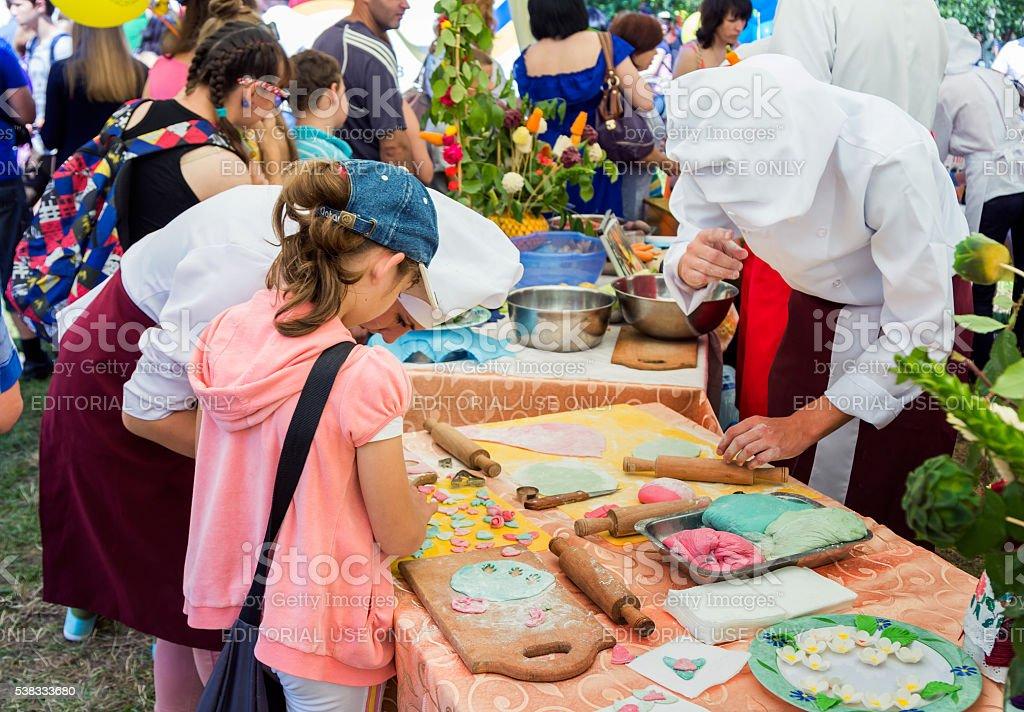 Atelier de cuisson sur une œuvre caritative Fête familiale - Photo