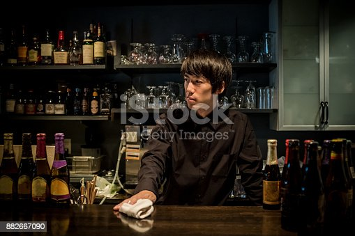 istock Cool bartender 882667090