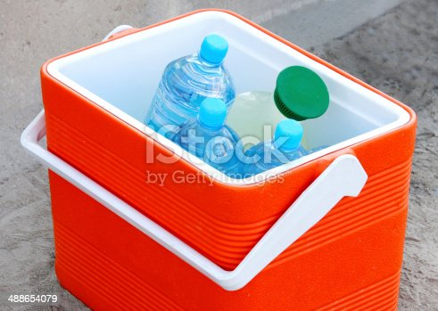 istock Cool box containing water bottles and juice 488654079