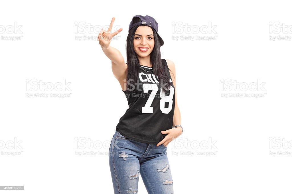 Coole Mädchen In Der Hiphopkleidung Eine Hand Sign Stockfoto Und