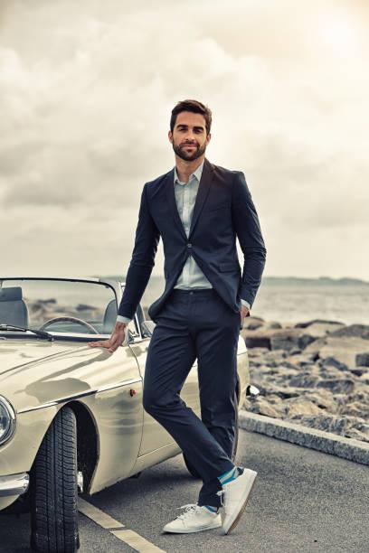 cooler typ mit sportwagen - 1m coupe stock-fotos und bilder