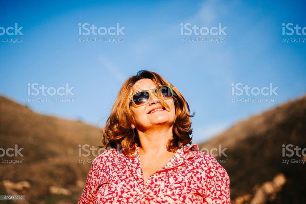 Cool woman with sunglasses zbiór zdjęć royalty-free