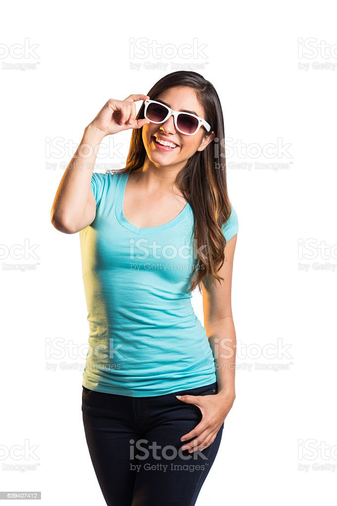 Cool young latin woman smiling at camera - foto de stock