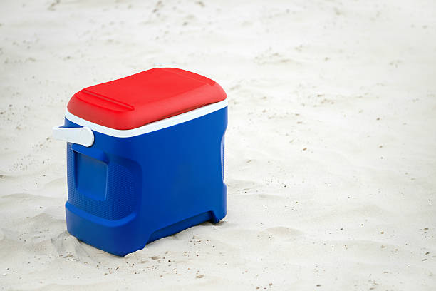 Cooler box Picnic cooler box on the beach cooler container stock pictures, royalty-free photos & images