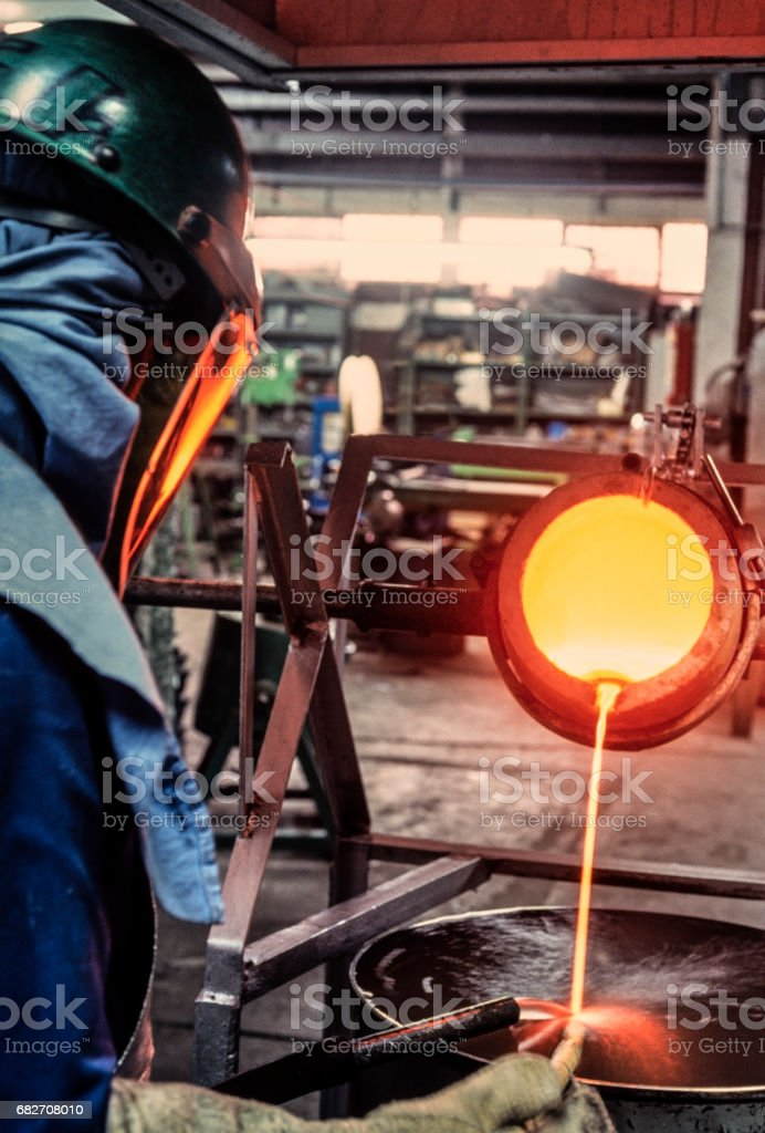 Cooling molten silver - Photo