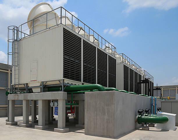 cooling tower - krachtapparatuur stockfoto's en -beelden