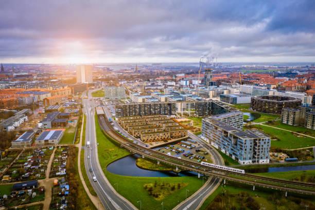 köpenhamns stadsbilden: modern arkitektur vid havet - drone copenhagen bildbanksfoton och bilder