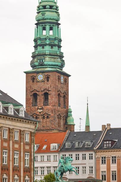 Copenhaguen Stadtzentrum mit Absalon-Statue, nikolaj kunsthal Turm. Dänemark – Foto