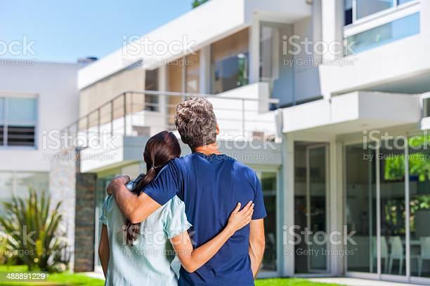 Cople family looking to new modern big house picture id488891229?b=1&k=6&m=488891229&s=612x612&h=2l4gyz enrnbslulahegpv8p6zddlnh0l9yenauggqg=
