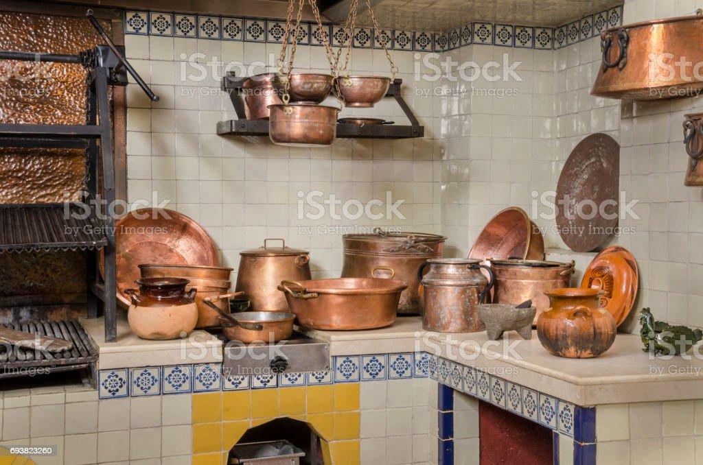 Utensilios De Cocina De Cobre Y Arcilla - Fotografía de stock y más ...