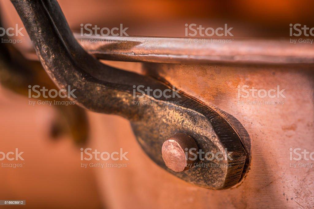 Kupfer Pfannen mit Griff oben, Nahaufnahme Lizenzfreies stock-foto