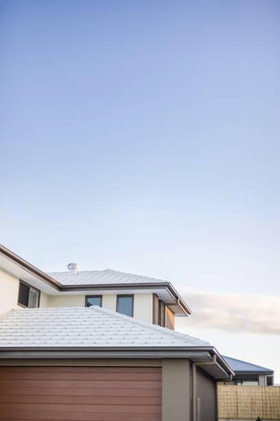 Kopierfläche über einem Gefliesteines eines modernen Hauses – Foto