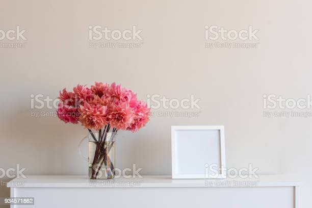 Coral pink dahlias with blank square frame picture id934571862?b=1&k=6&m=934571862&s=612x612&h=qw0bffrguj4by4qr5y iv8d2qb0yn6fynv7z0wi n i=
