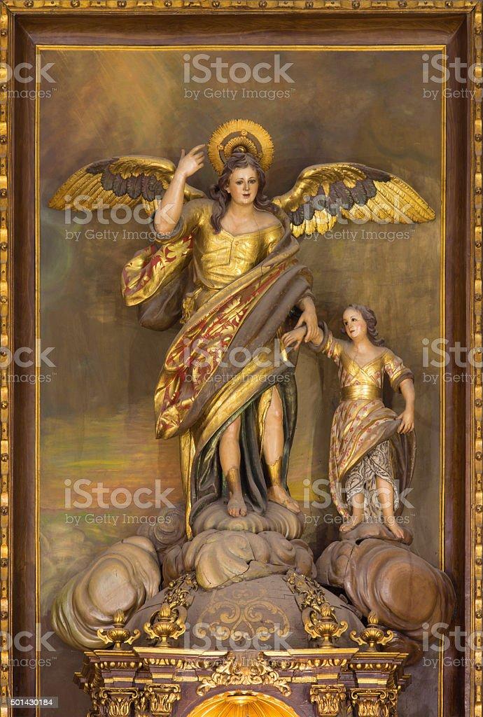 Córdoba-tallada polychrome estatua del arcángel Raphael - foto de stock