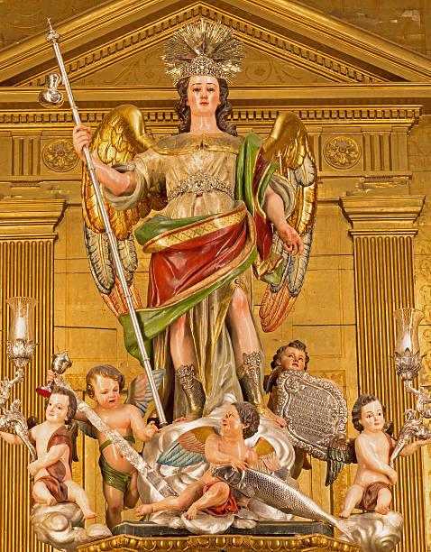 Córdoba-a estátua do anjo Raphael esculpida - foto de acervo