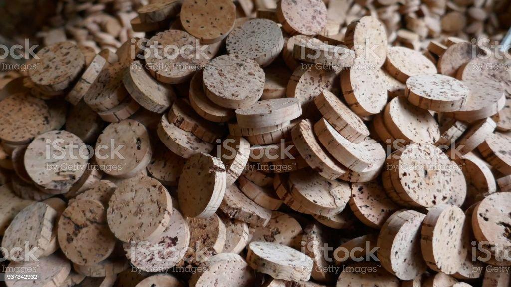 Cork, cork pièces naturelles, matières premières. Gros plan de Pelé, traitée l'écorce du chêne-liège, prêt pour un traitement ultérieur dans une usine de Liège à Sao Bras de Alportel, Portugal - Photo