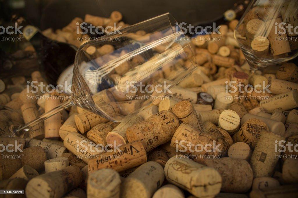 bouchon de Liège et verre de vin - Photo