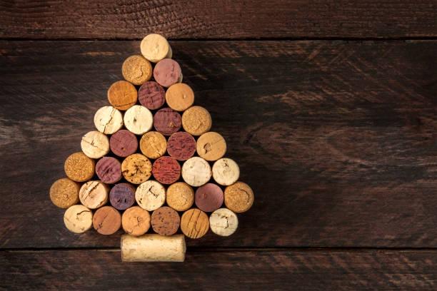 korken, weihnachtsbaum, diy-projekt, platz für text - do it yourself invitations stock-fotos und bilder
