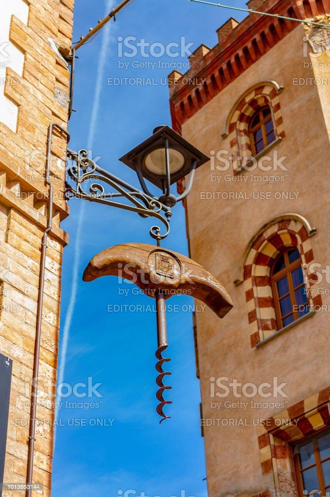 Corkscrew in Barolo (Cuneo, Piemonte, Italy). - foto stock