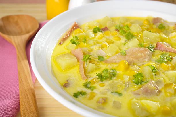 maissuppe suppe nahaufnahme - huhn maissuppe stock-fotos und bilder