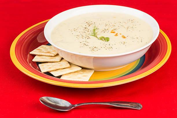 corn chowder mit huhn - huhn maissuppe stock-fotos und bilder
