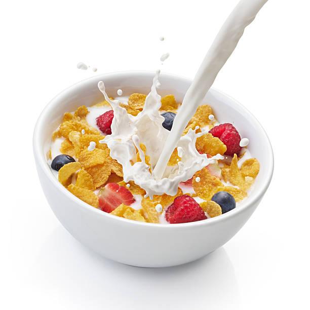 Flocons de maïs avec du lait - Photo